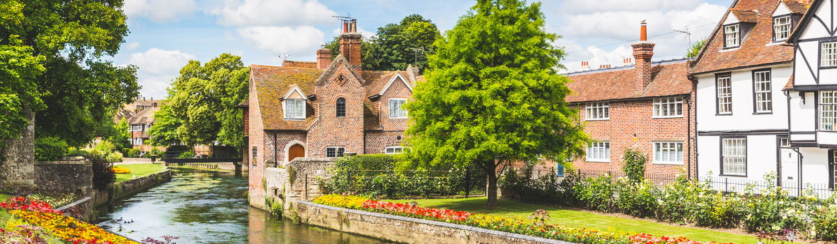 Short banner english houses by river