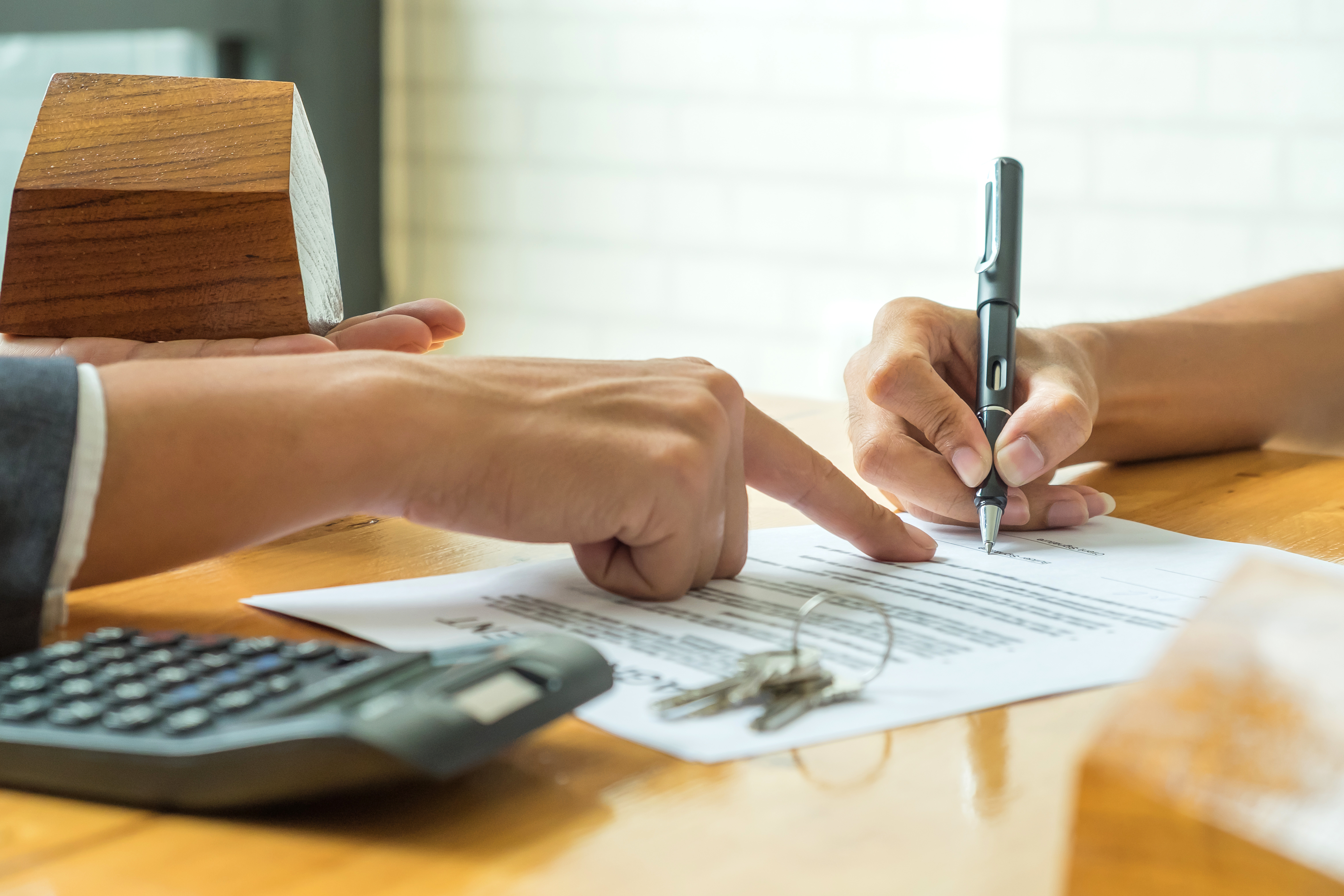 Buyers are signing a home purchase agreement from p2u8jl9