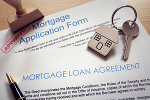 Team mortgage application loan agreement and house key p5atr99