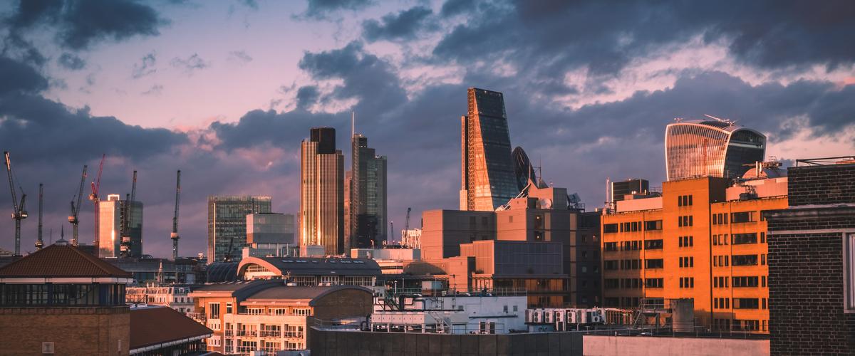 Slideshow city of london at dusk p9263t3