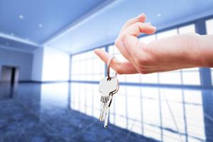 Team womans hand holding the keys to an apartment pwn6txe