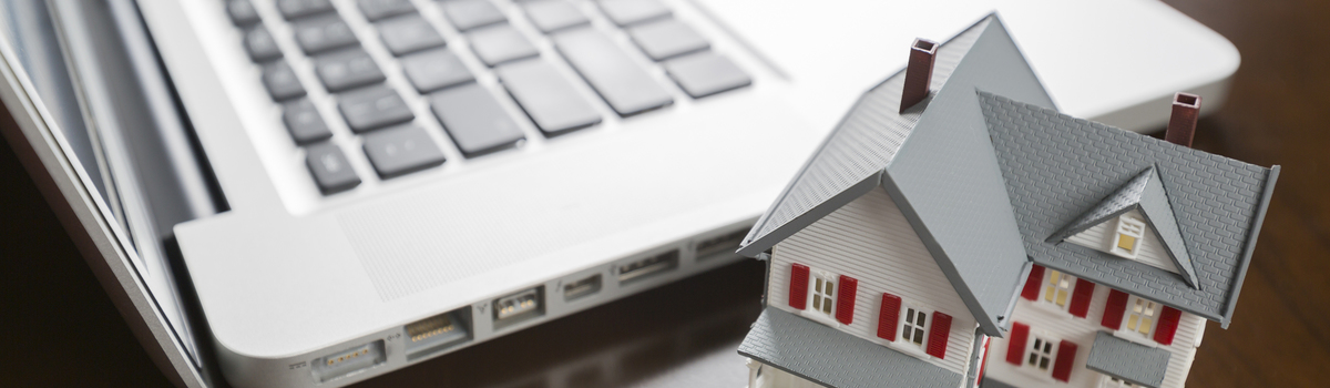 Short banner miniature house and laptop